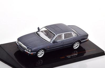 IXO 1:43 Jaguar XJ8 (X308) 1998 grijsmetallic RHD