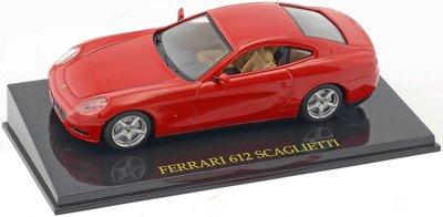 Atlas 1:43 Ferrari 612 Scaglietti rood in vitrine
