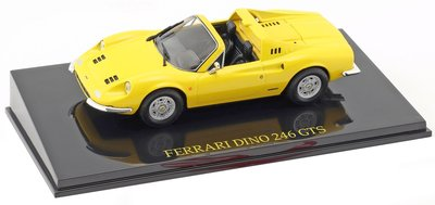 Atlas 1:43 Ferrari Dino 246 GTS Cabriolet geel in vitrine