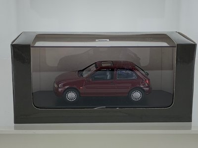 Minichamps 1:43 Ford Fiesta 1995 donkerrood, in dealer verpakking