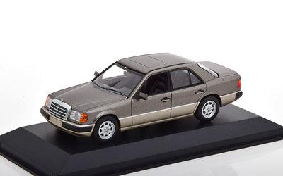 Maxichamps 1:43 Mercedes Benz 230E W124 Limousine 1991 grijs metallic