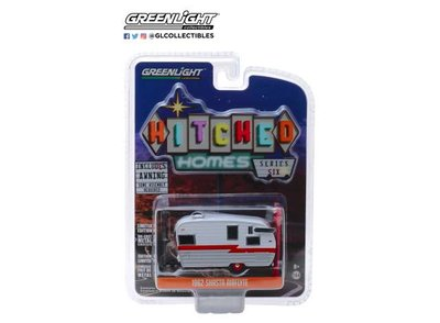 Greenlight 1:64 Shasta Airflyte Caravan Hitched Homes Series 6 wit rood