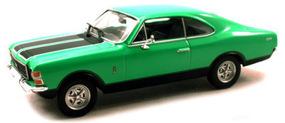 Atlas 1:43 Chevrolet Opala 1968 groen met zwart in vitrine. Opel Collection
