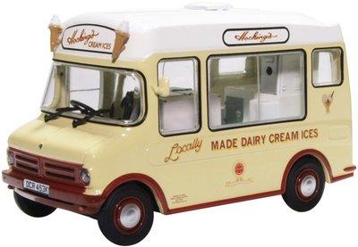 Oxford 1:43 Bedford CF ICE Cream Van Morrison Hockings in vitrine