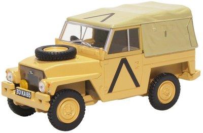 Oxford 1:43 Land Rover Light Weight Gulf War zand, in vitrine