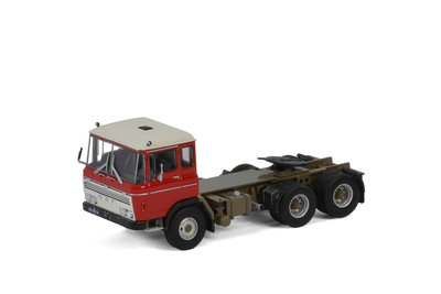WSI 1:50 Daf 2600 6x2 rood Tag Axle, Premium Line
