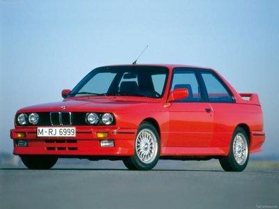 GT Spirit 1:8 BMW M3 (E30) 1986 Brillant red in vitrine