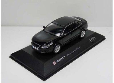 Seat Collection 1:43 Seat Exeo zwart in dealer verpakking met vitrine