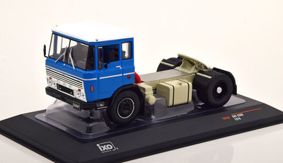 IXO 1:43 Daf 2600 1970 trekker blauw wit