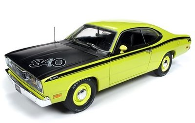 Auto World 1:18 Plymouth Duster Hardtop (MCACN) 1971 geel zwart American Muscle Diecastt