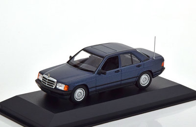 Maxichamps 1:43 Mercedes Benz 190E 1984 blauw metallic
