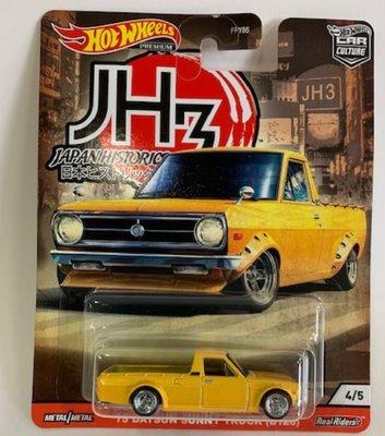 Hotwheels 1:64 Datsun Sunny truck ( B120) 1975 geel. Japan Historics no 3