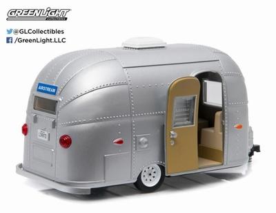 Greenlight 1:24 Airstream 16' Bambi caravan