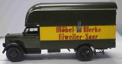 Atlas 1:43 Opel Blitz Furniture Wagon 1949 donker groen