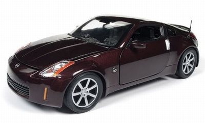 Auto World 1:18 Nissan 350Z Coupe donkerrood 2003