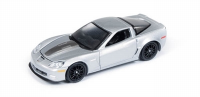 Auto World 1:64 Callaway Corvette 2011 zilver Road en Track