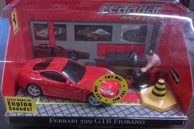 Bburago 1:43 Ferrari 599 GTB Fiorano met licht en motorgelui