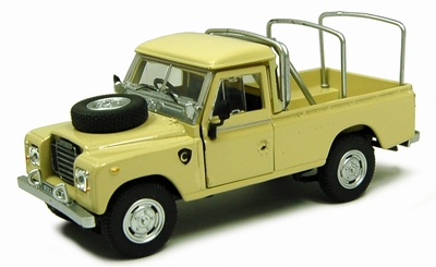 Cararama 1:43 Land Rover Serie III 109 with Roofrack groen