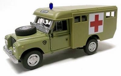 Cararama 1:43 Landrover Serie III Ambulance
