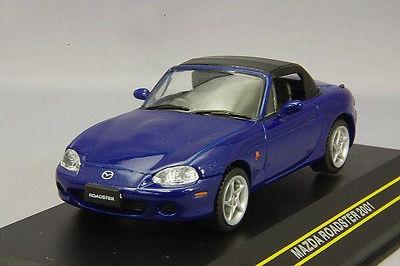 First43 1:43 Mazda Roadster 2001 blauw met zwart dak