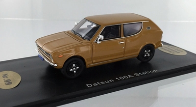Golden Oldies 1:43 Datsun 100 A Station goud
