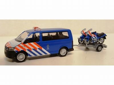 Herpa Volkswagen T6 Koninklijke Marechaussee, motoren aanhan