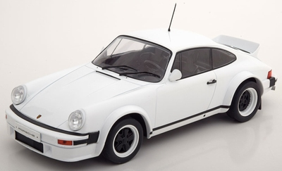 IXO 1:18 Porsche 911 wit 1982 Race Version