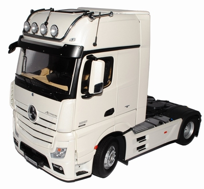 NZG 1:18 Mercedes Benz Actros FH25 Gigaspace wit
