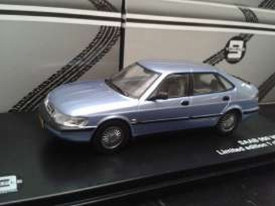 Triple9 Collection 1:43 Saab 900 V6 1994 zilver blauw