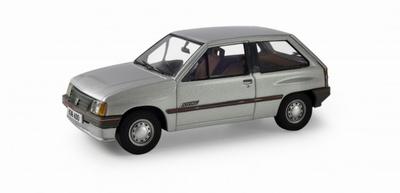 Vanguards 1:43 Vauxhall Nova 1.2 Swing zilver