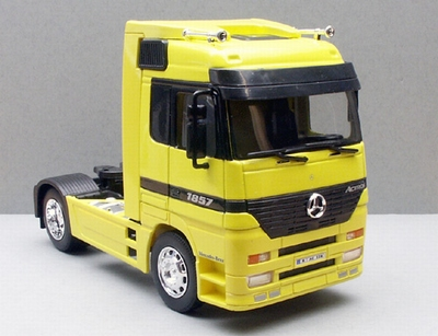 Welly 1:32 Mercedes Benz Actros geel