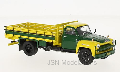 Whitebox 1:43 Chevrolet C 6500 geel dondergroen Farmtruck