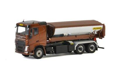 Wsi 1:50 Volvo FH4 6x4 met haakarm systeem en asfalt container Palfinger bruin