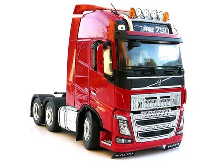 Marge Models 1:32 Volvo F16 6x2 rood