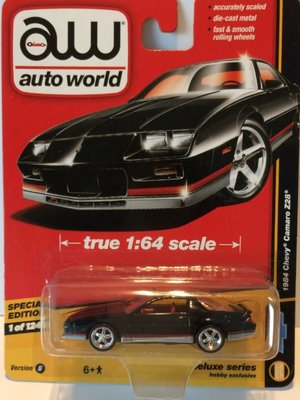 Auto World 1:64 Chevrolet Camaro Z28 zwart 1984