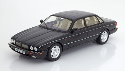 Cult Model 1:18 Jaguar XJR X300 1995 zwart metallic