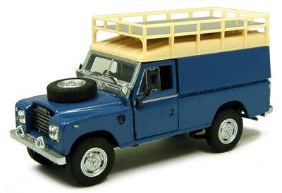 Cararama 1:43 Land Rover Serie III 109 van met bagage rek