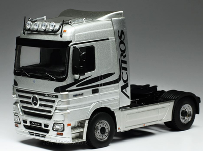IXO 1:43 Mercedes Actros MP 2 zilver 2002