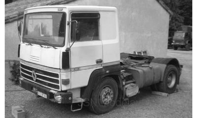 IXO 1:43 Renault R310 Turboliner wit 1986 trekker