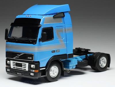 IXO 1:43 Volvo FH12 blauw wit Trekker