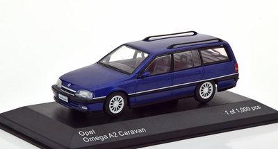 Whitebox 1:43 Opel Omega A2 Caravan 1990-1993 blauw metallic