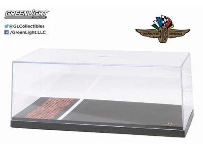 Greenlight 1:18 Indianapolis Motor Speedway Yard of Bricks Vitrine 34cm x 16cm x 11cm