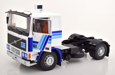 Road Kings 1:18 Volvo F1220 1977 wit blauw