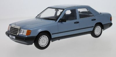 MCG 1:18 Mercedes Benz 300 E ( W124) metallic lichtblauw 1984