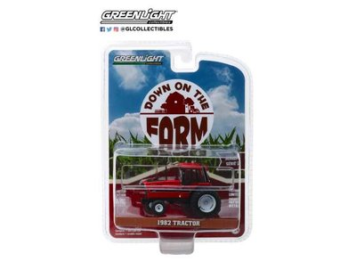 Greenlight 1:64 International Tractor 1982 with dual Rear wheels Down On The Farm series 2 rood zwart