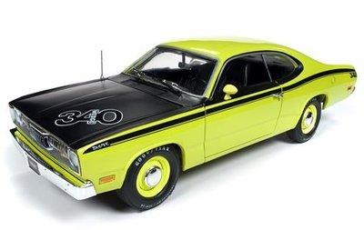Auto World 1:18 Plymouth Duster Hardtop (MCACN) 1971 geel zwart American Muscle Diecastt