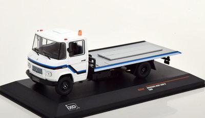 IXO 1:43 Mercedes L608 D Sleepwagen 1980 wit blauw