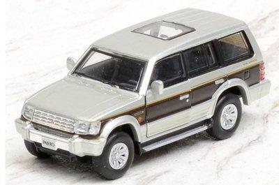 BM Creation 1:64 Mitsubishi Pajero 2nd Generation LHD  zilver met rode streep