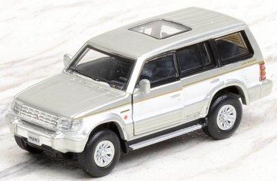 BM Creation 1:64 Mitsubishi Pajero 2nd Generation LHD  zilver met witte streep
