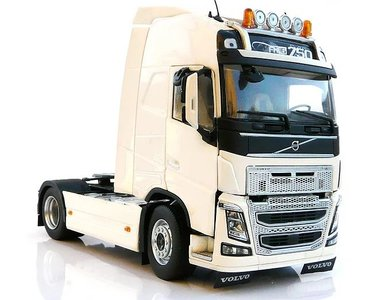 Marge Models 1:32 Volvo F16 4x2 wit